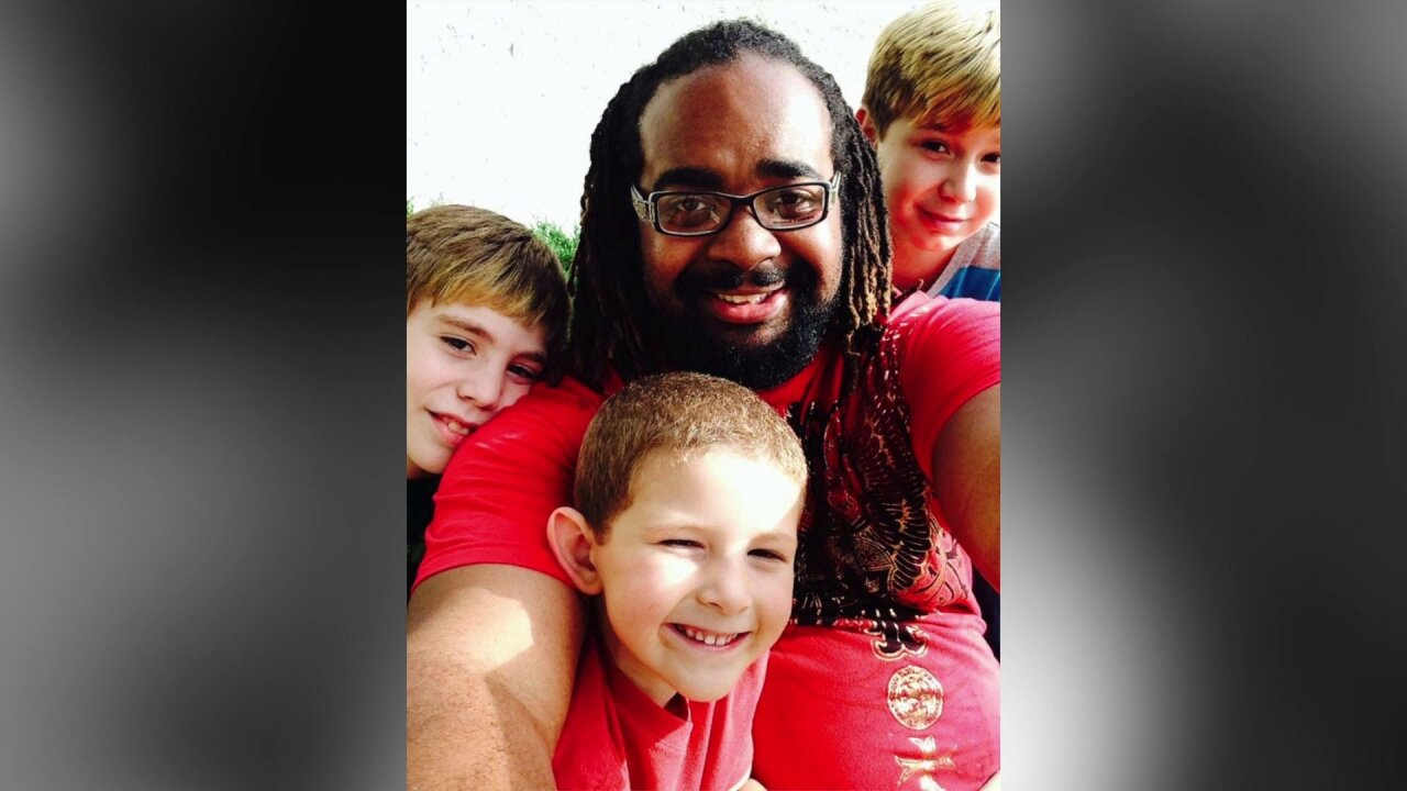 Single dad adopts 3 sons: 'Fatherhood has brought me lots ofjoy'