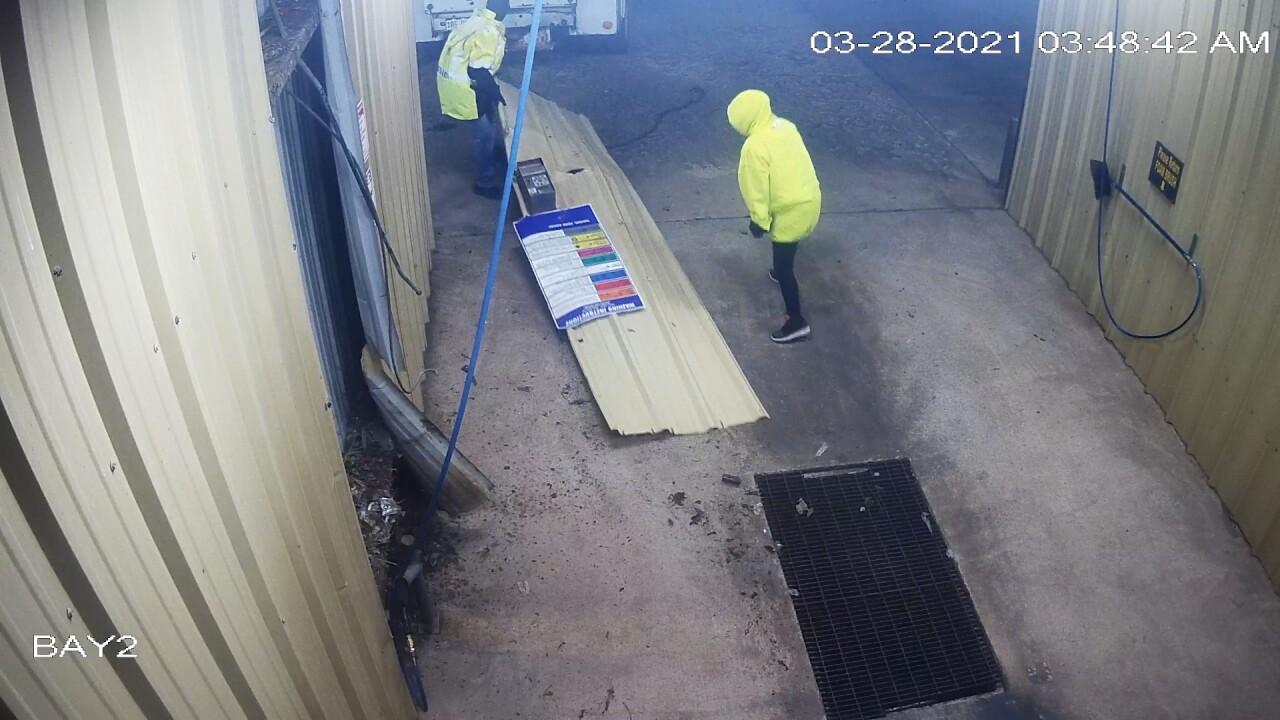 Car wash thieves