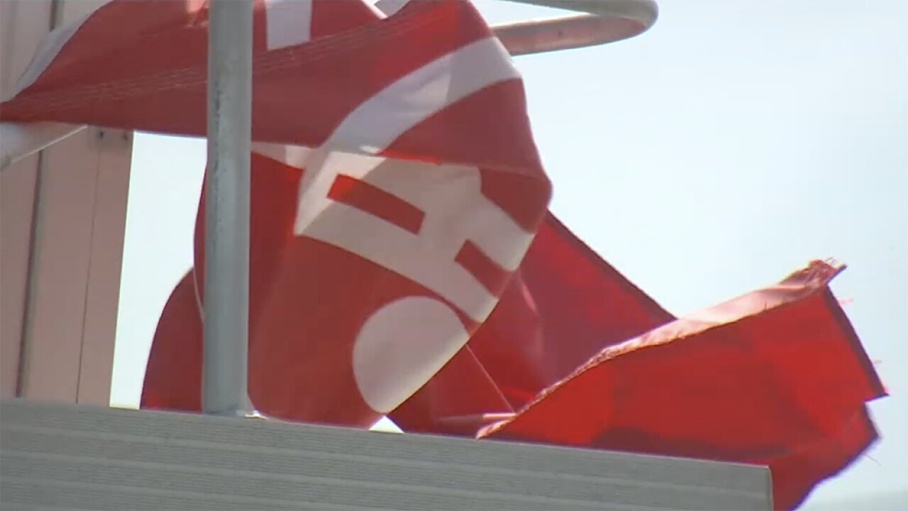 WPTV-RED-FLAGS-RIP-CURRENTS.jpg