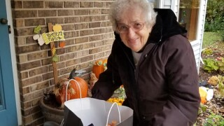 Photos: 91-year-old grandma goes reverse trick-or-treating