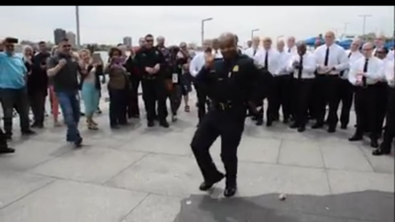 Craig uses viral video to lure officers to the D