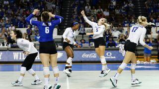 uk volleyball beat stanford.jpg