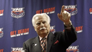 Howard Schnellenberger announces retirement from FAU Owls in 2011
