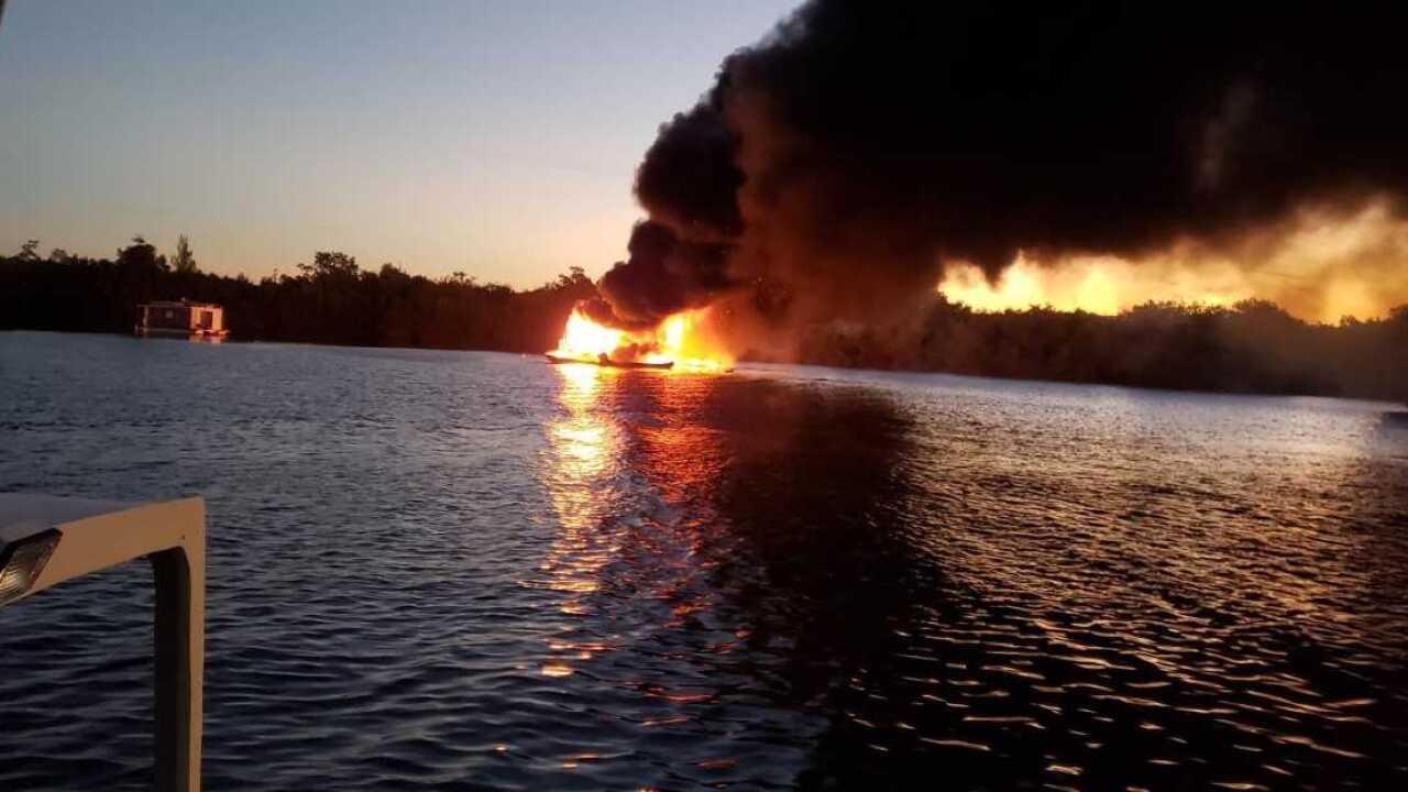 Boat fire Bokeelia 3.jpg