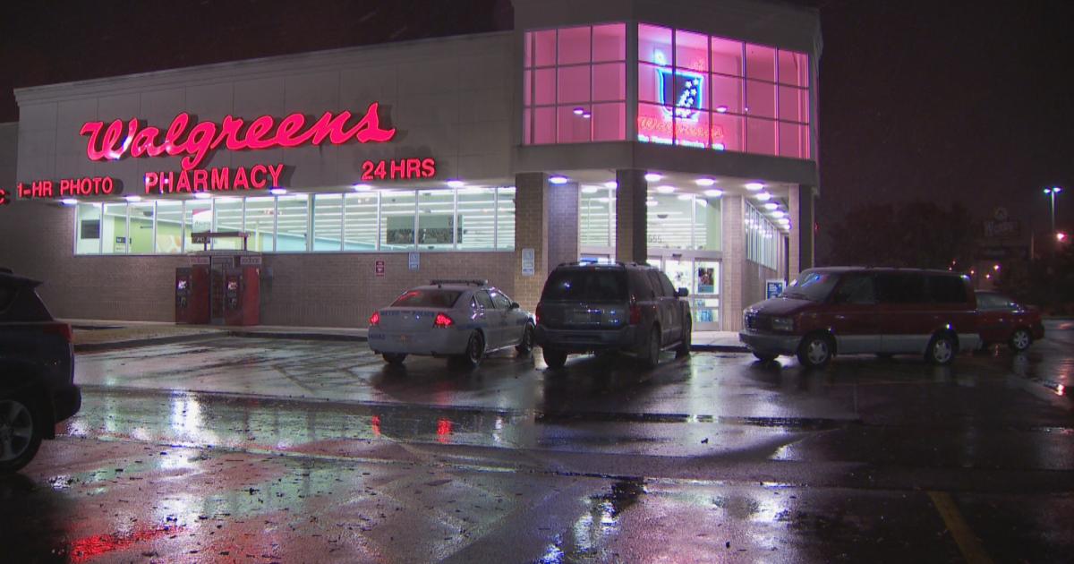 Woman robbed, stabbed outside Nashville Walgreens