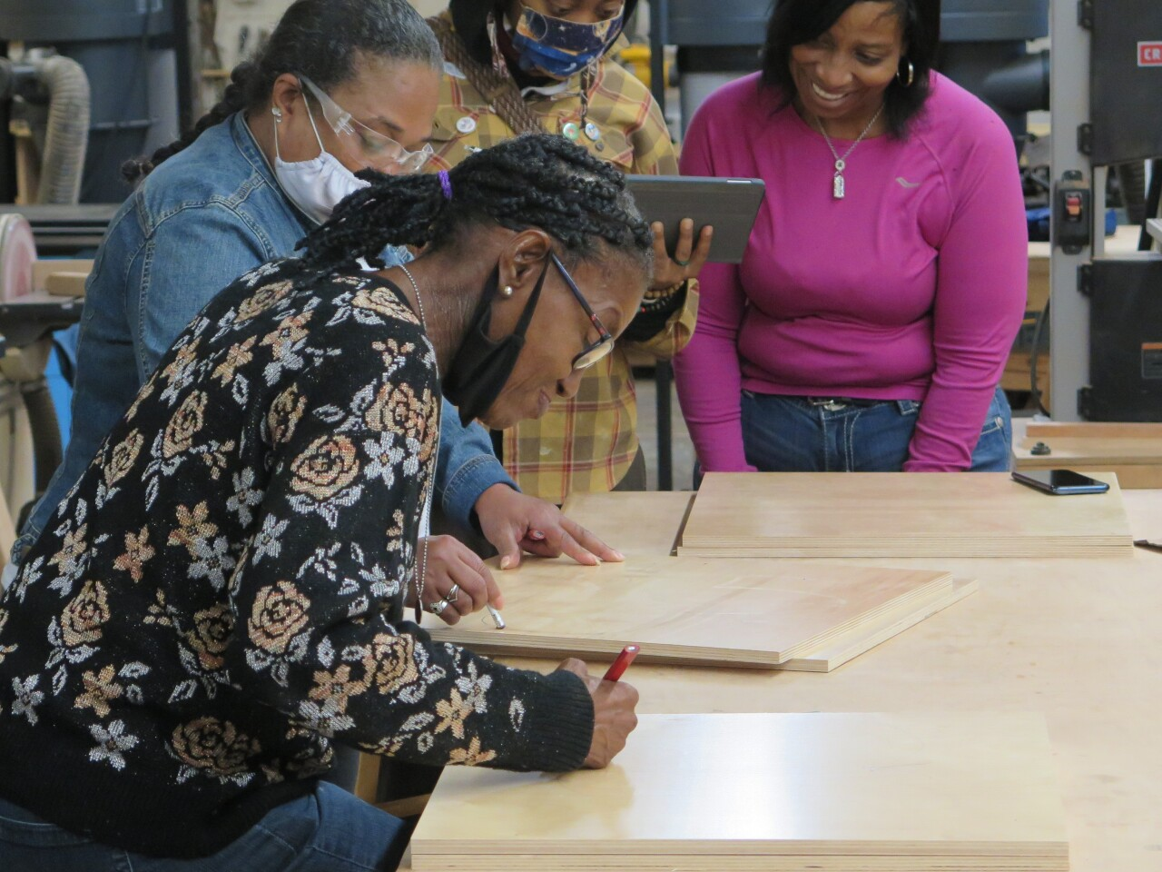 Johnnie Mae Gutter draws an angel design on a piece of wood during a class on Sept. 22, 2021.
