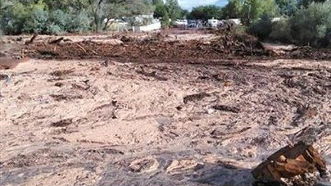 Floods kill 8, leave 5 missing near Utah border