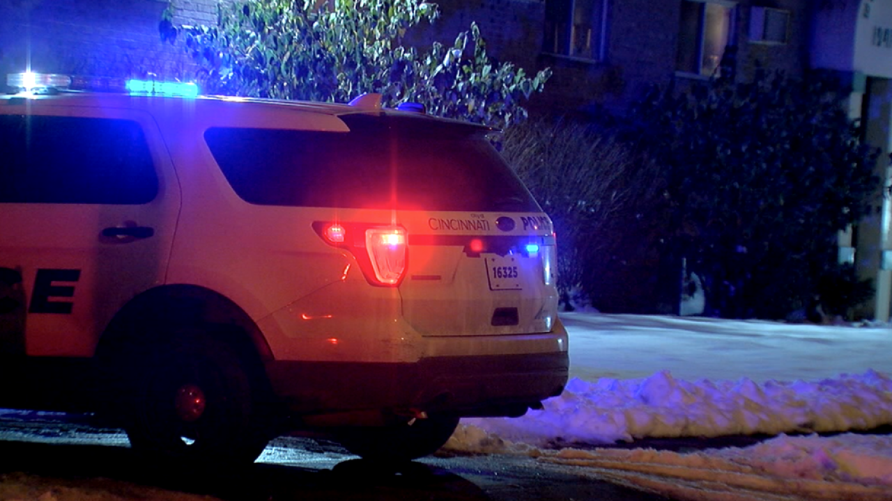 WCPO_cincinnati_police_at_college_hill_apartment_shooting.png