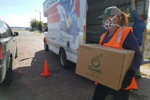 Farmers to Families food box distribution