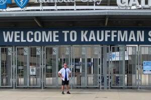 Doctor walks to every major league baseball stadium to raise awareness for frontline workers