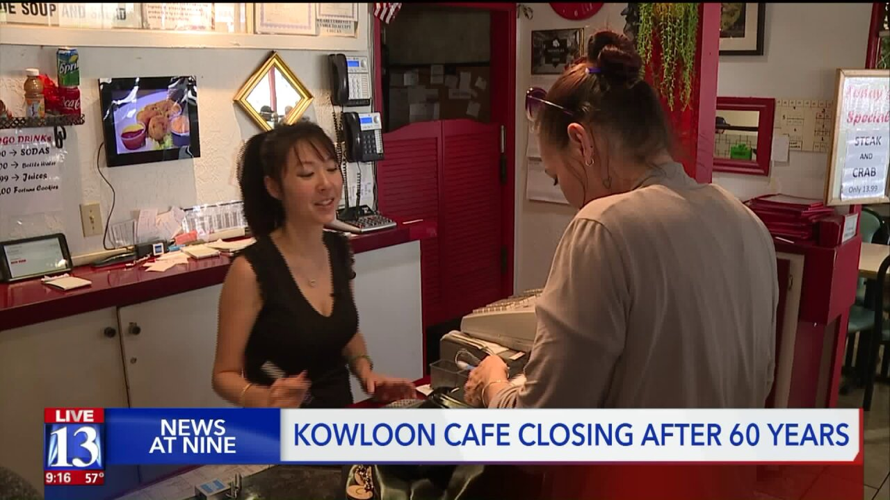 Customers crowd Kowloon Cafe to say goodbye after 60 years in business