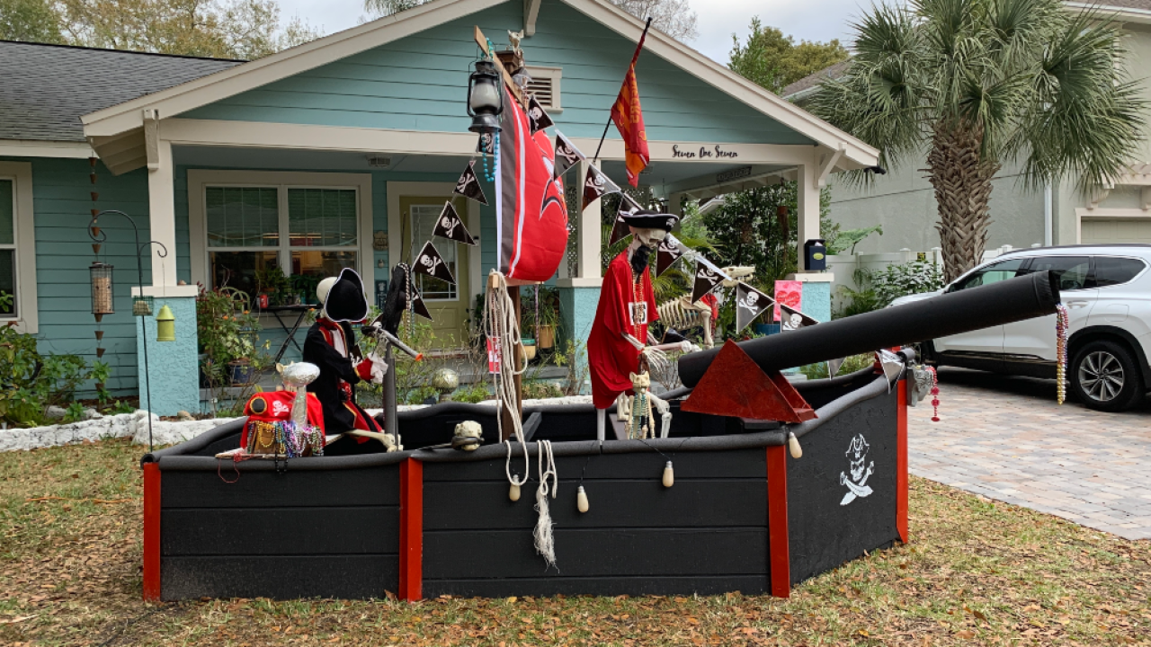 Buccaneers-pirate-ship-front-yard.png