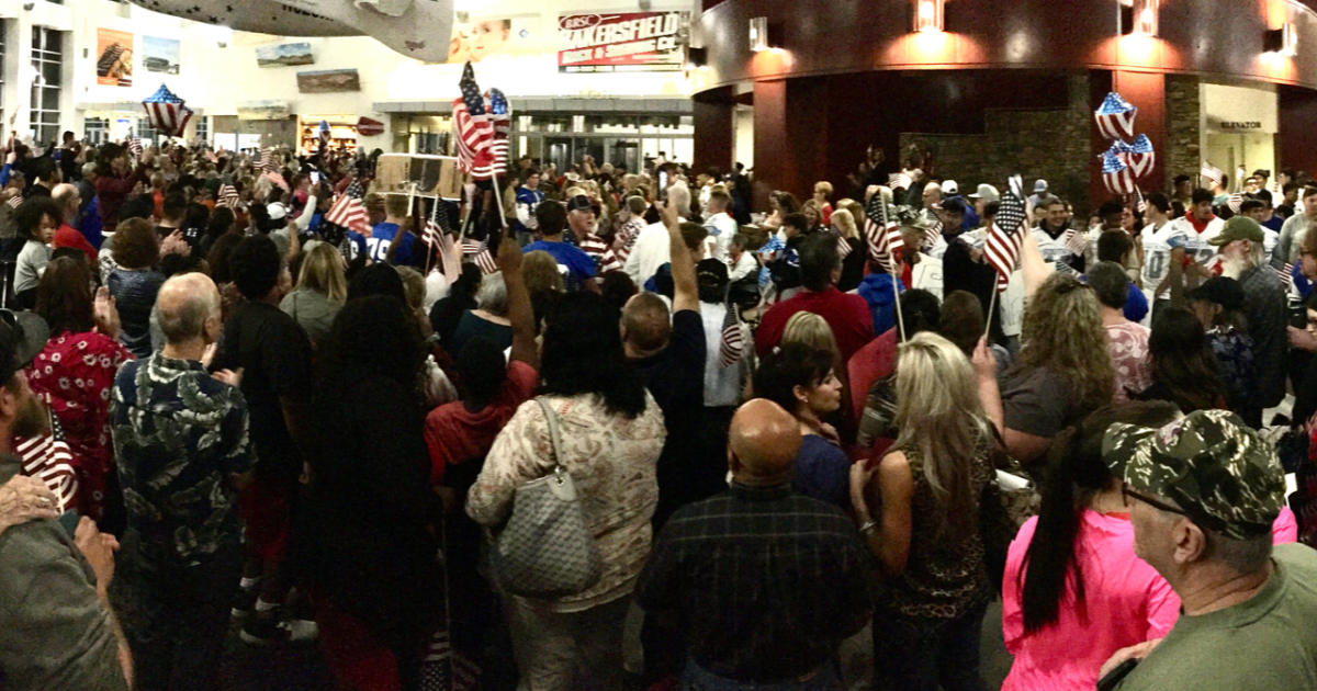 Huge crowd shows up to welcome veterans home