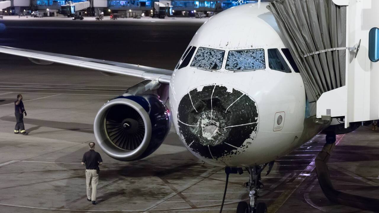 Passenger on Delta flight with cracked windshield says it was, 'scariest 10 minutes of my life'