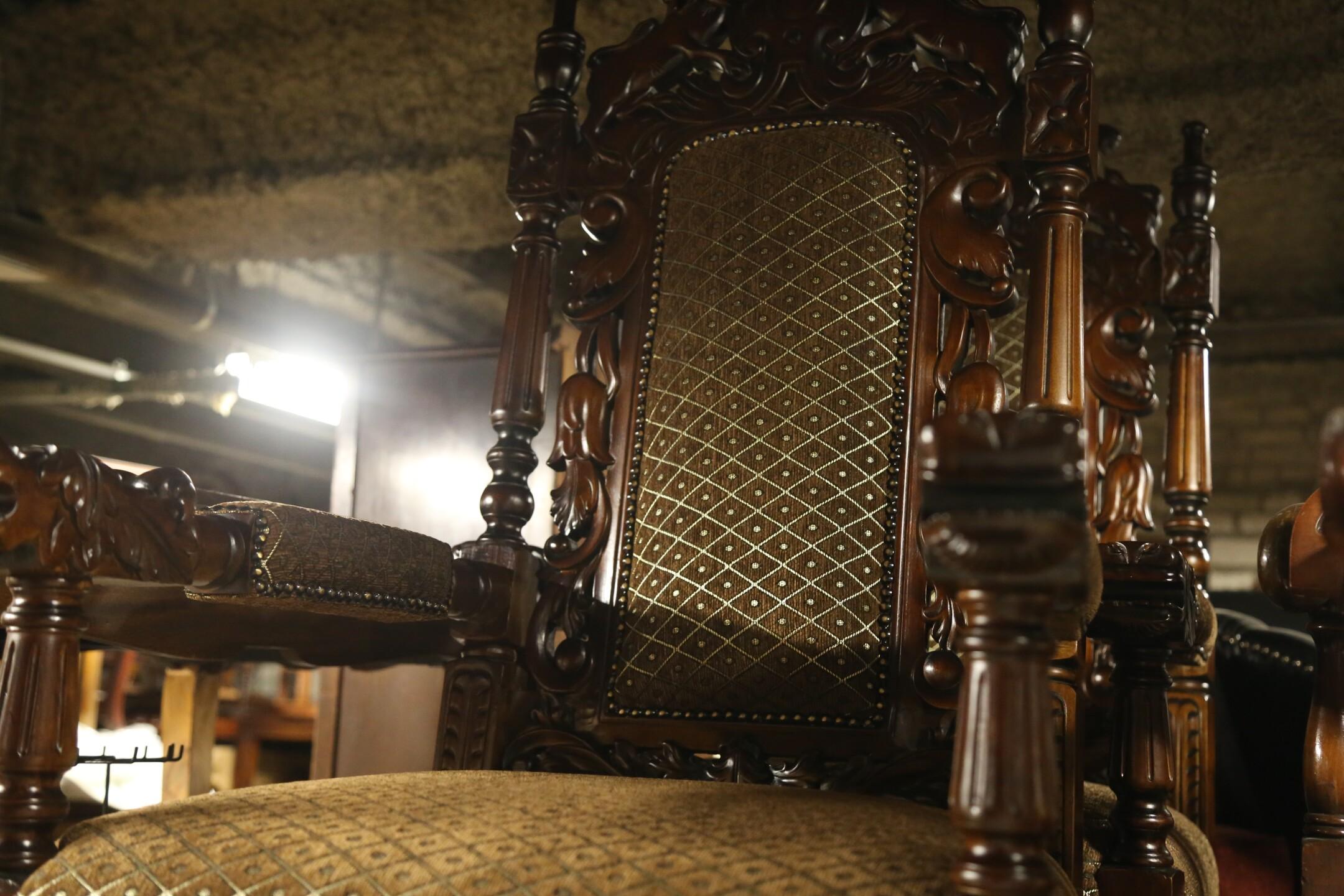 Throne Chair.JPG
