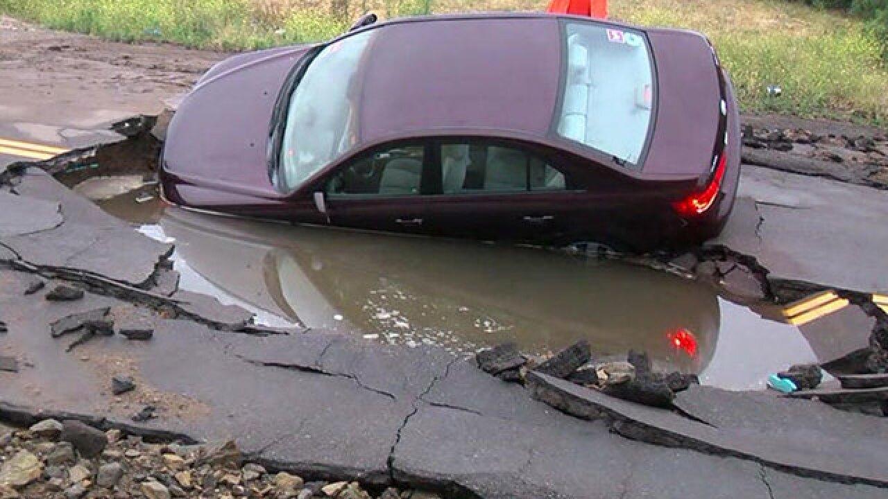 Main break, sinkhole reported on Olde Hwy 80