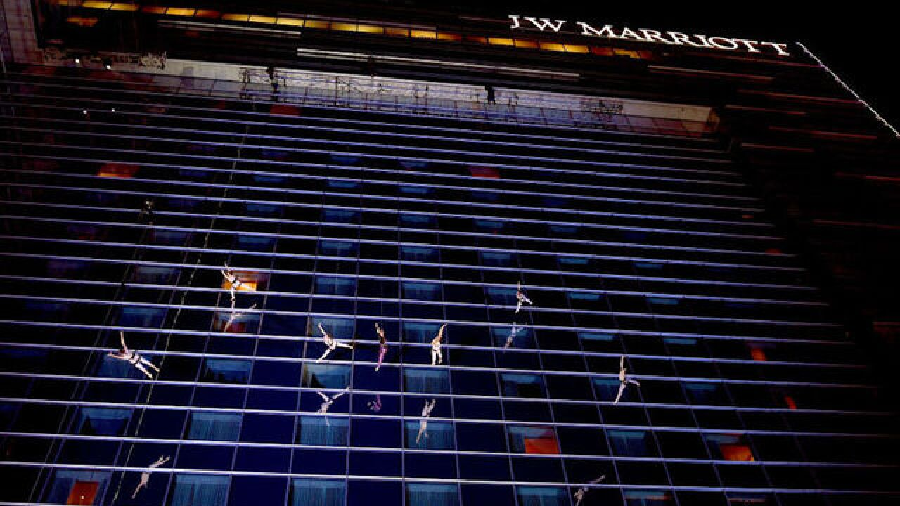 American Music Awards recap: P!NK performs while dangling off side of hotel building