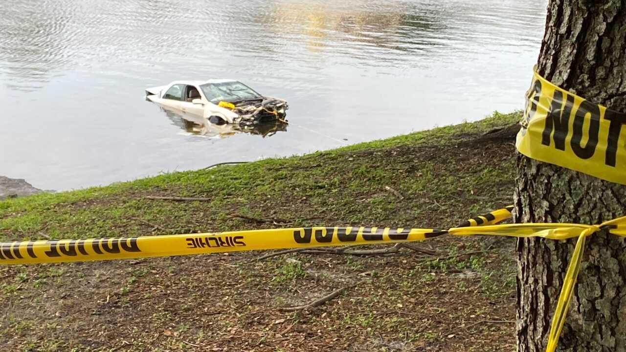 car crashes into hillsborough river (1).jpg
