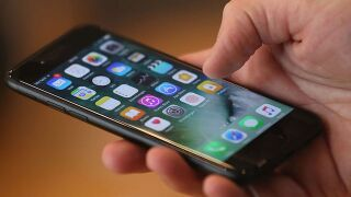Cell phone tips: Text instead of call during hurricanes to ease network congestion