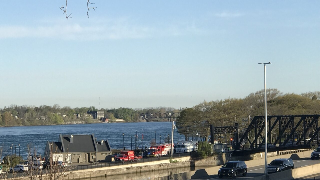 Buffalo Police and Fire crews work to recover the body of man from the Niagara River