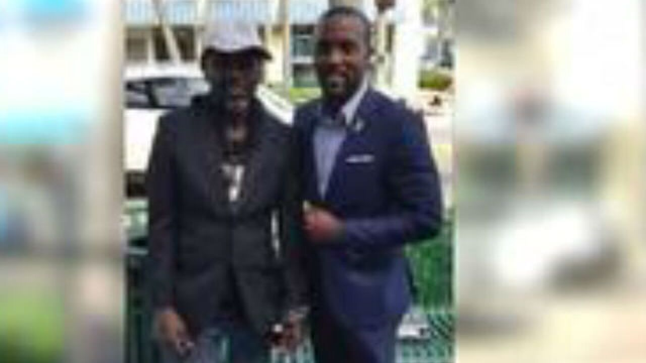 Homeless man outfitted in tailored suit after applying for jobs