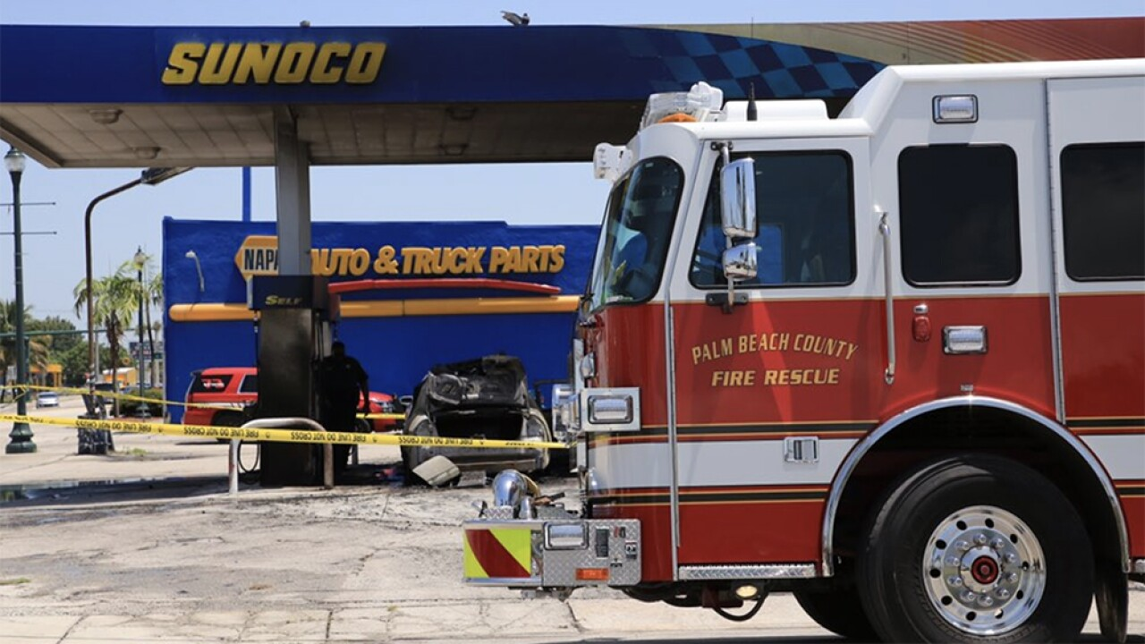 WPTV-BELLE-GLADE-GAS-STATION-FIRE-3.jpg