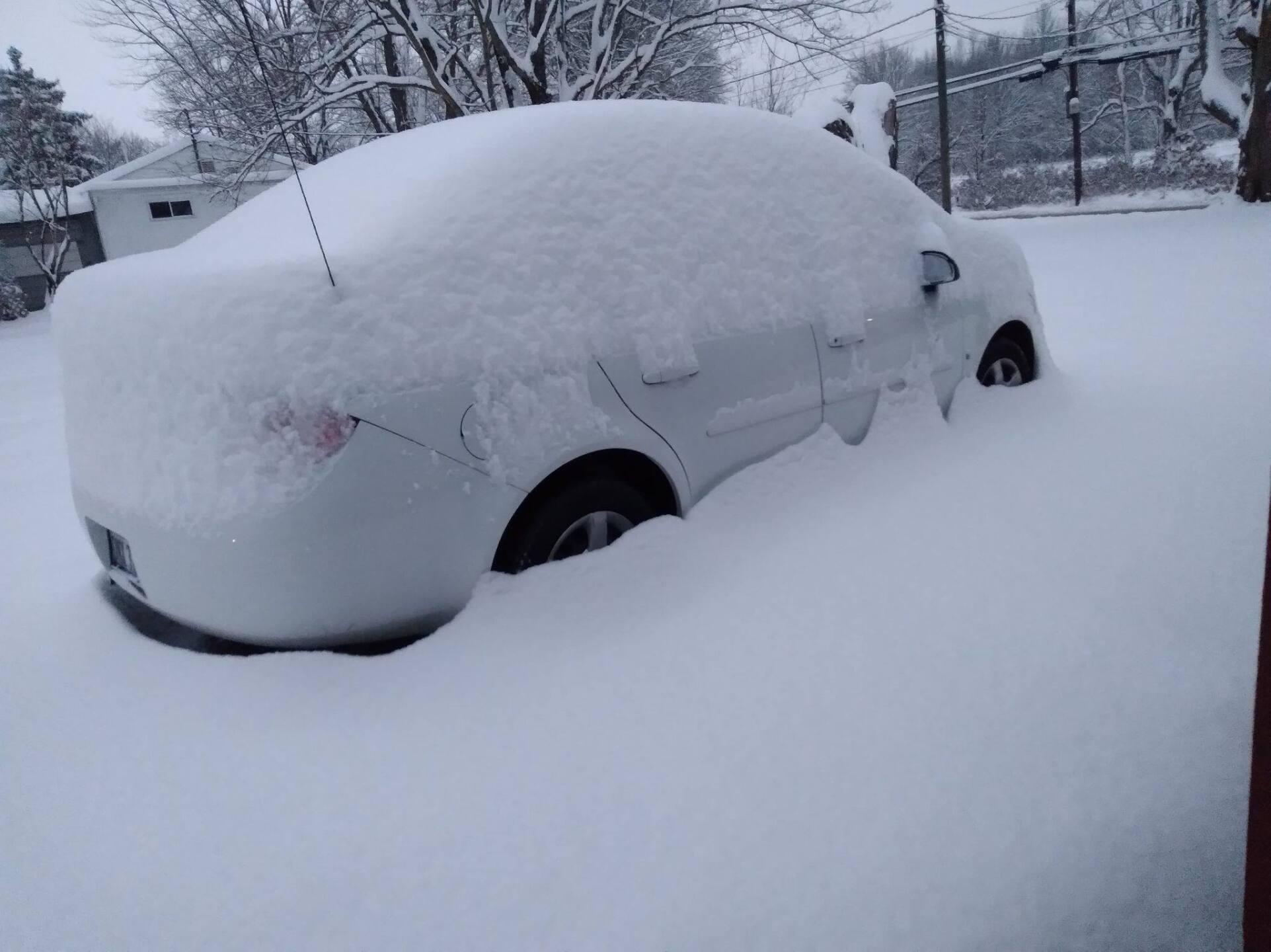 WCPO snow Tom Wiggans three fourths of a tire rim.jpg