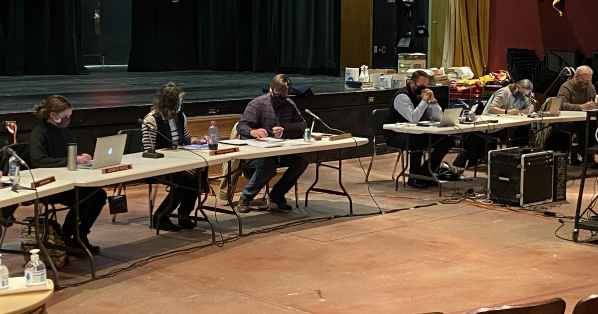 Helena school board votes to start phasing up to in-person classes four days a week