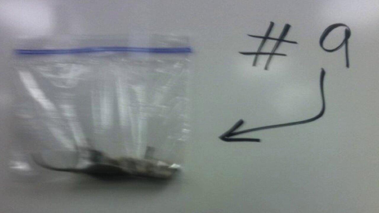 Teacher hangs dead mouse in classroom to warnstudents