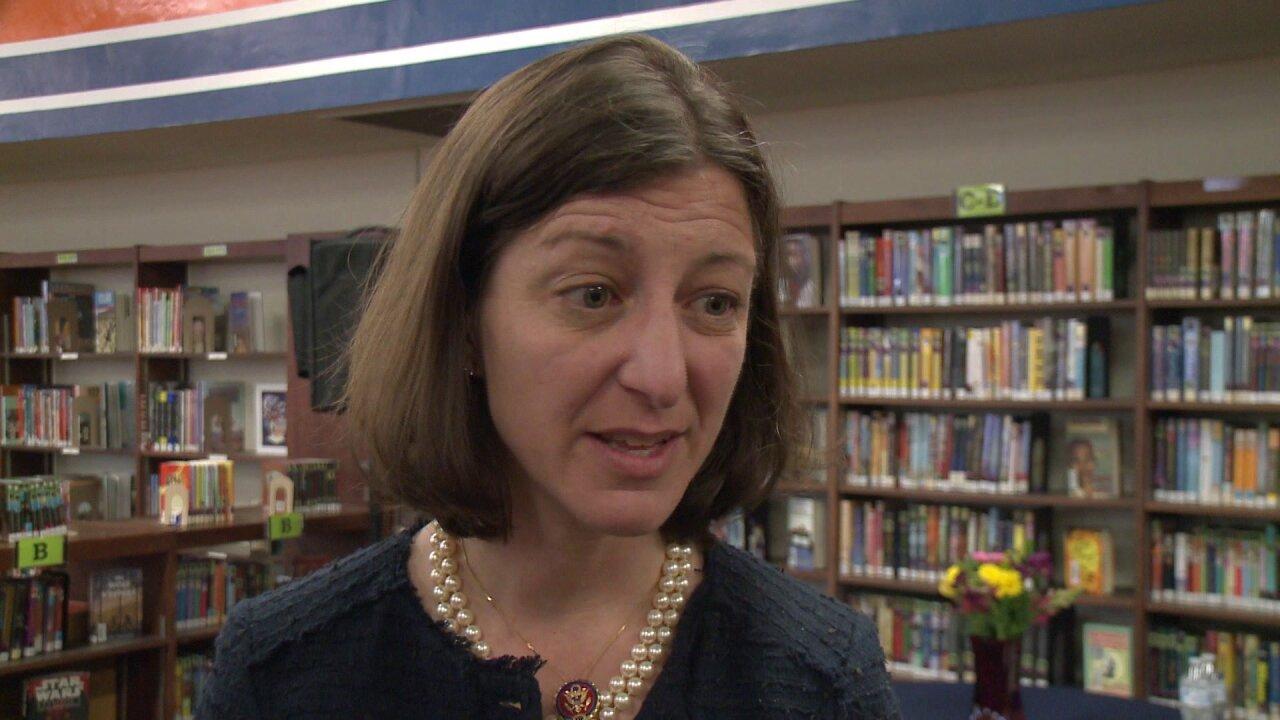 Congresswoman Elaine Luria visits Virginia Beach school, speaks tostudents