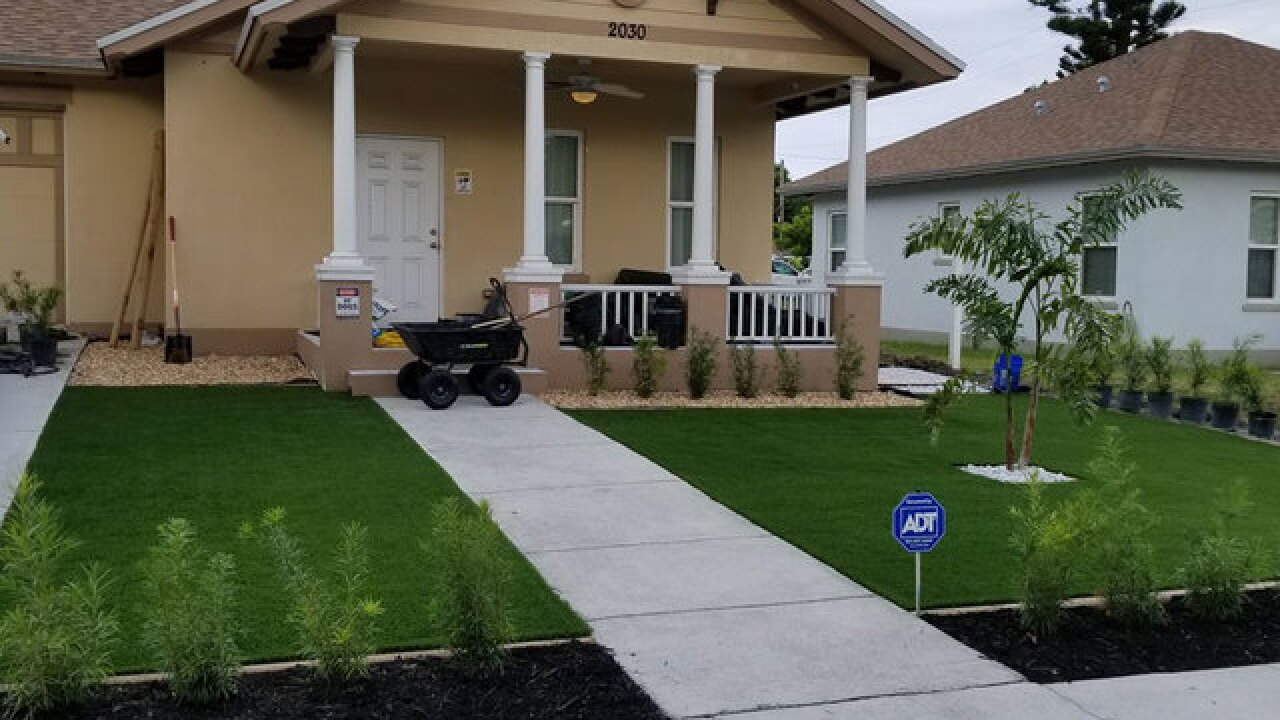 West Palm man fights to keep artificial lawn