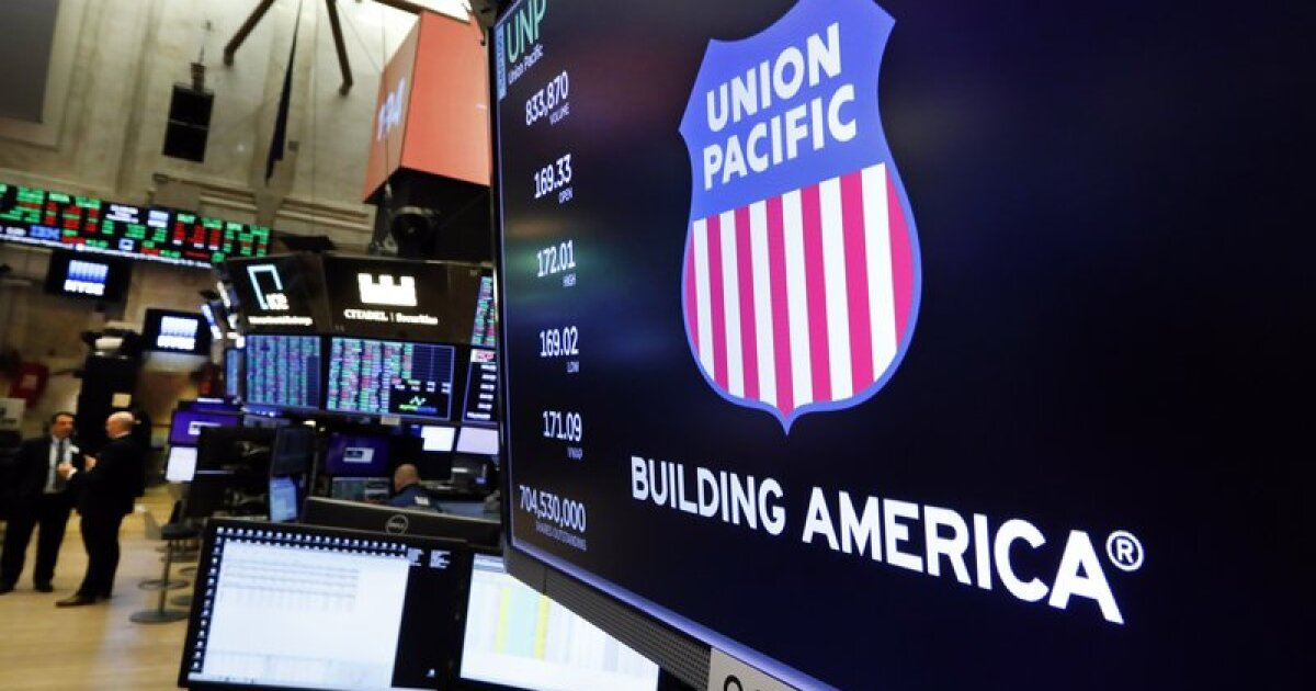 Union Pacific dragged down by falling freight volumes