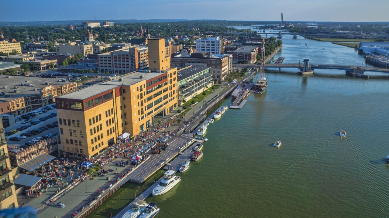 Downtown_Green_Bay_CityDeck_along_the_Fox_River.jpg