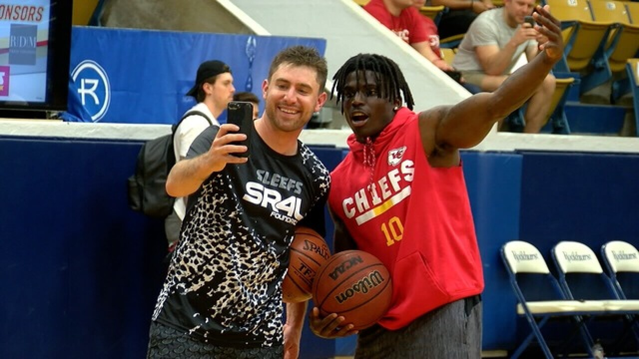 Tyreek Hill hosts celeb basketball game