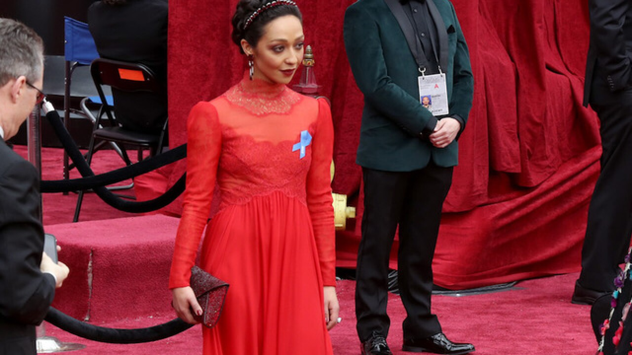 Here's why some celebrities at the Oscars wore blue ribbons