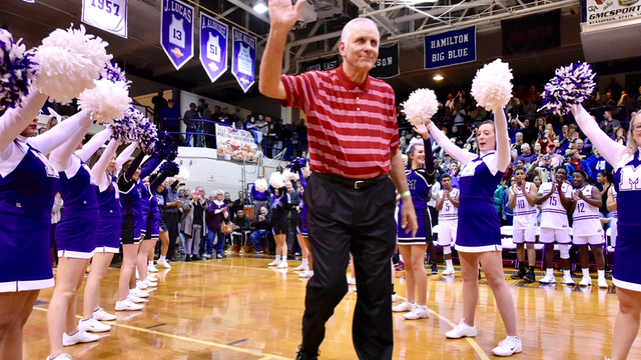 Middletown celebrates final game in historic gym