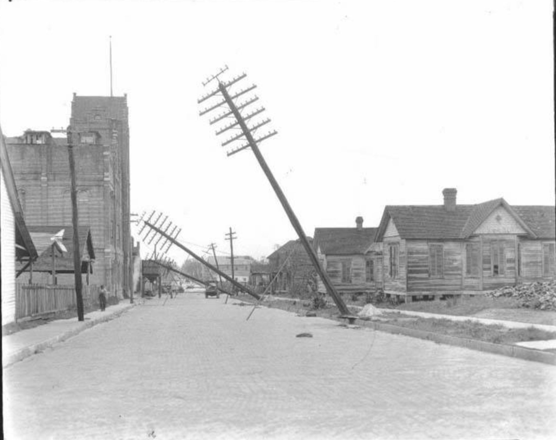 Hurricane damage on 5th Avenue (1200 block), looking east.png