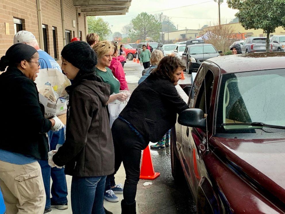 day-of-hope-feeding-america-01-ht-jc-200408_hpEmbed_4x3_992.jpg