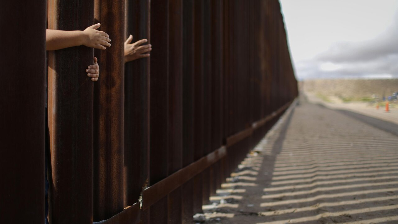Max Facts: The U.S. and Mexican border; how many people, drugs are crossing