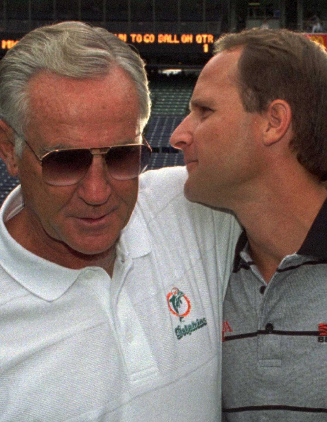 Don Shula meets with Dave Shula before game in 1995