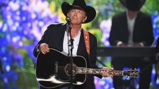 George Strait raises money for fallen first responders