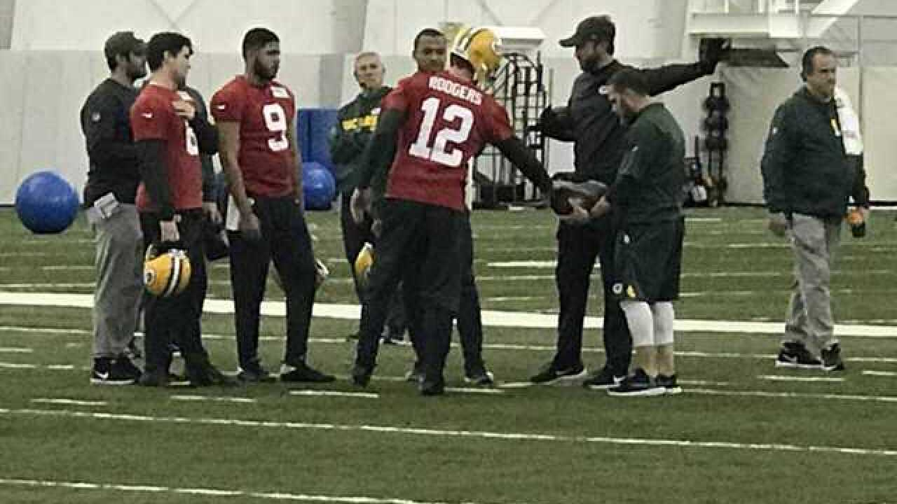 Rodgers throws in 1st open practice since injury