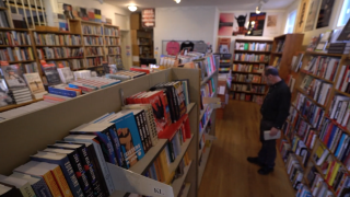Independent book stores capitalize on human element that internet doesn't have
