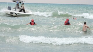 South Haven officers rescue 1 man from Lake Michigan, 1 still missing