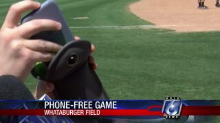 Hooks want fans to unplug their phones at tonight's game
