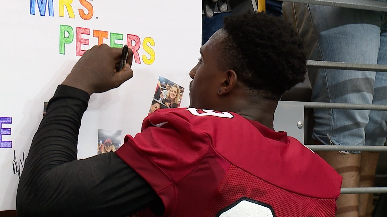 cards camp stills edmonds signing autograph.jpg