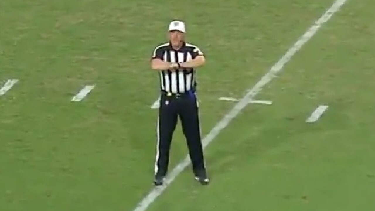 Referee's penalty call generates laughs during Cardinals-Seahawks game