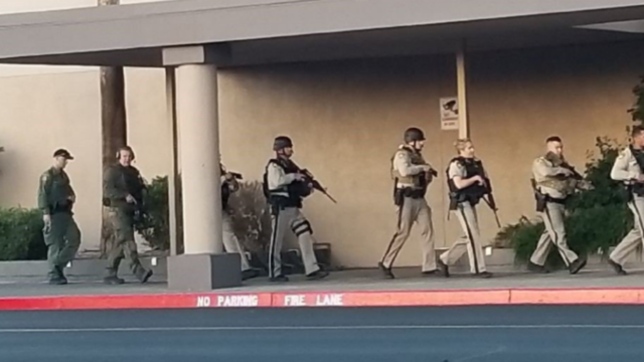 Las Vegas police evacuate mall as a precaution after reports of an armed man