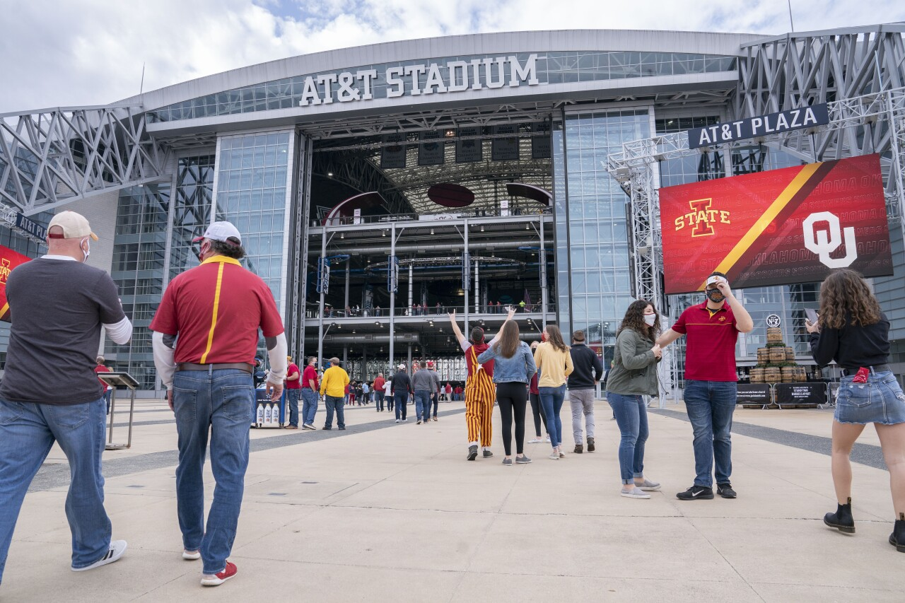Fans enter AT&T Stadium before 2020 Big 12 Conference Championship