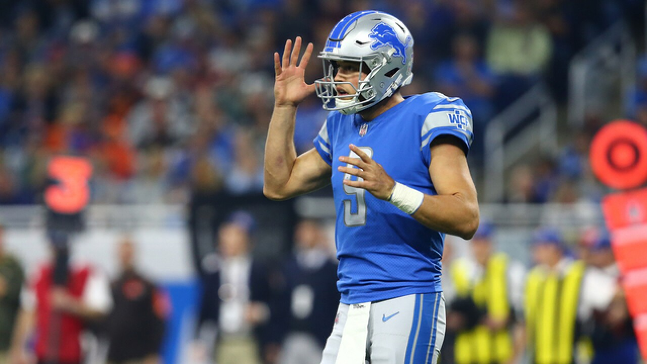 Lions QB Stafford rests 3 injured fingers early in practice